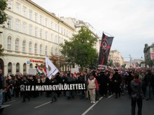 """Down with Anti-Hungarianism!"" Demonstrators march to the Soviet War Memorial (9/20/2008)."