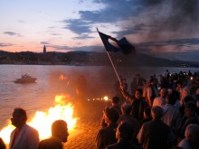 Demonstrators at Shoes on the Danube Bank Hungarian Holocaust Memorial (5/9/2008).
