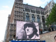 Image of Second World War German soldier at Hungarian Socialist Party Peace Day rally (5/9/2008).