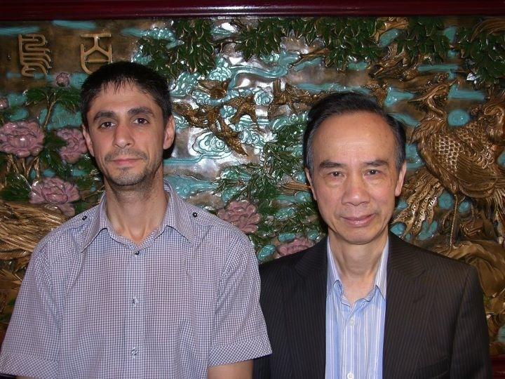 Francisco Trigo con el maestro wong pin pui en su restaurante en Barcelona