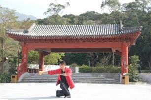 Тренування в селі Ngong Ping. Великий Будда. Гонконг