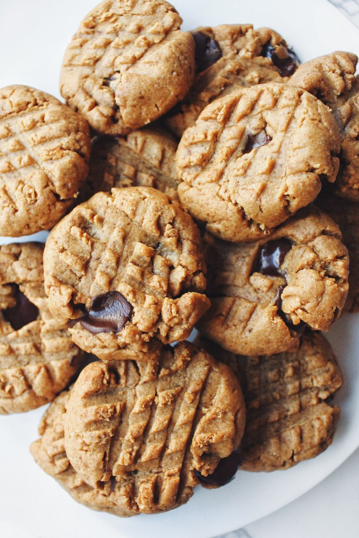 Day 18 of 31: Chocolate Chip Peanut Butter Cookies {grain-free & low-sugar}