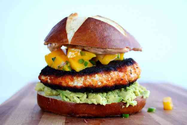 Blackened Salmon Burgers perfect for Memorial Day or Meatless Monday! | hungrybynature.com