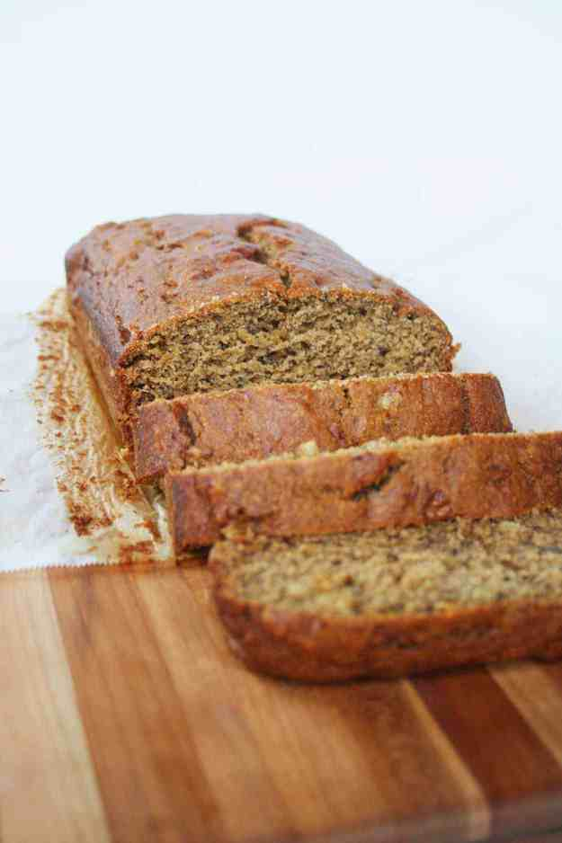 Whole Wheat Banana Bread with Olive Oil and Cardamom | hungrybynature.com