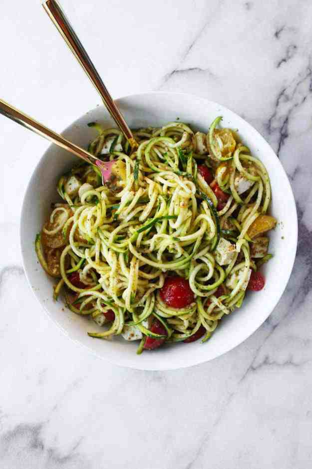 A big bowl of Caprese Zoodle Salad is perfect for your summer BBQ! | hungrybynature.com