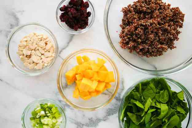 Everything you need to make this simple summer quinoa salad! | hungrybynature.com