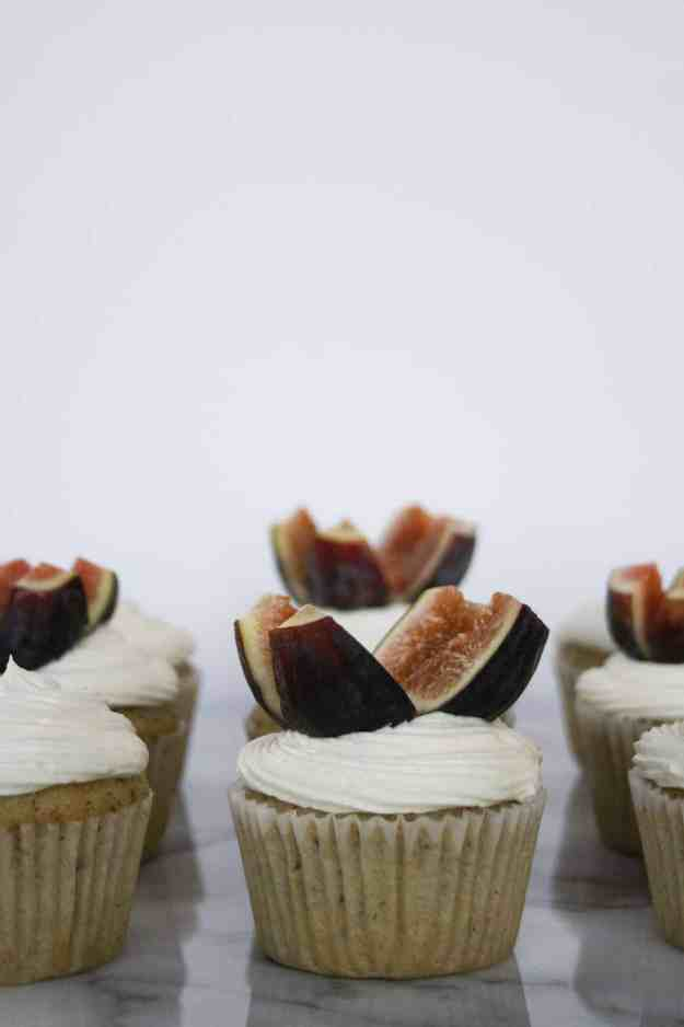 Olive Oil Cupcakes with Honey Buttercream and Fresh Figs | hungrybynature.com