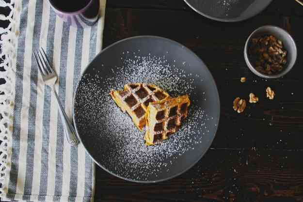 The 10 BEST pumpkin breakfast recipes - pumpkin banana waffles with walnuts!   hungrybynature.com
