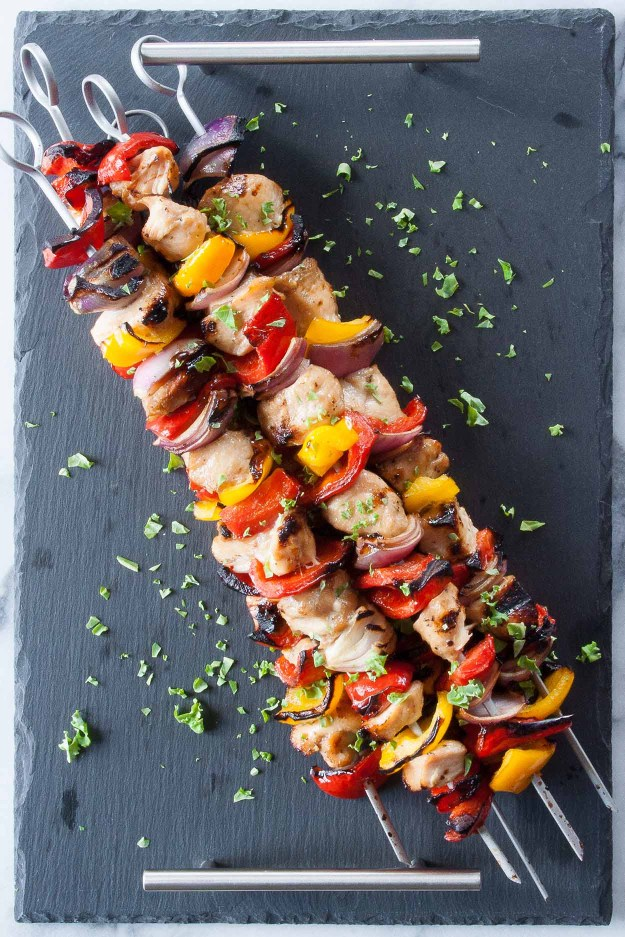 Simple Chicken and Veggie Kebabs | paleo, AIP friendly, easy, recipe, grilled, marinade, onions, peppers, healthy, honey, soy | hungrybynature.com