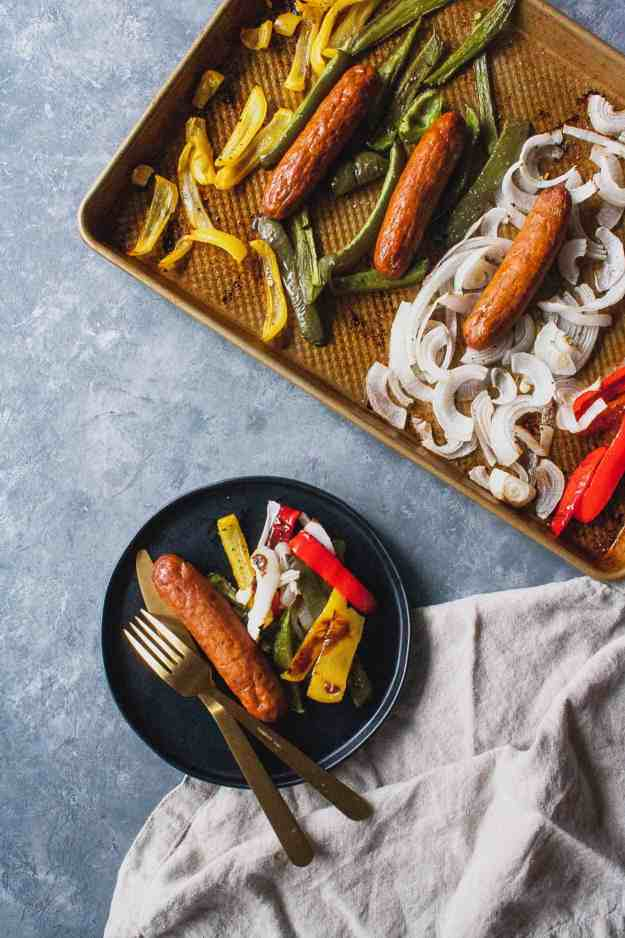Whole30 Sheet Pan Sausage and Peppers | #whole30 #januarywhole30 #sheetpansuppers #sheetpandinner #paleo #italiansausage #easy #healthy | hungrybynature.com