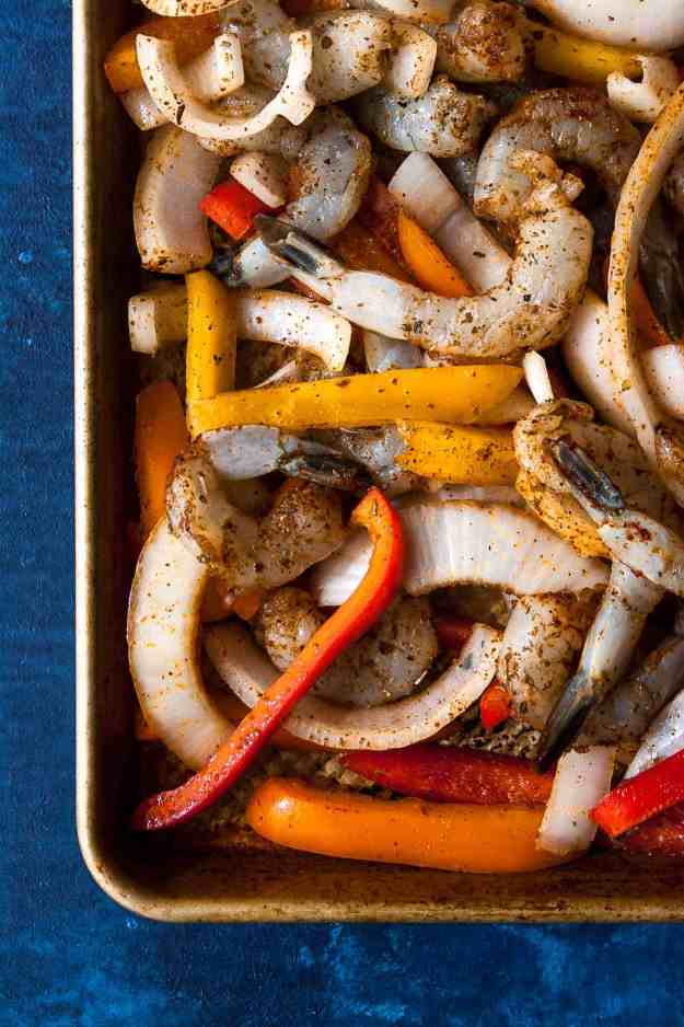 Sheet Pan Shrimp Fajitas | #whole30 #paleo #sheetpandinner #easy #vegetarian #healthy | hungrybynature.com