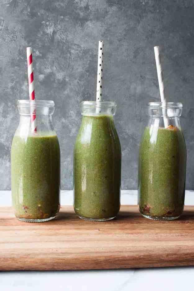 The Best Creamy Green Smoothie   #recipe #dairyfree #healthy #protein #granola #glutenfree #grainfree #spinach #vegan   www.hungrybynature.com