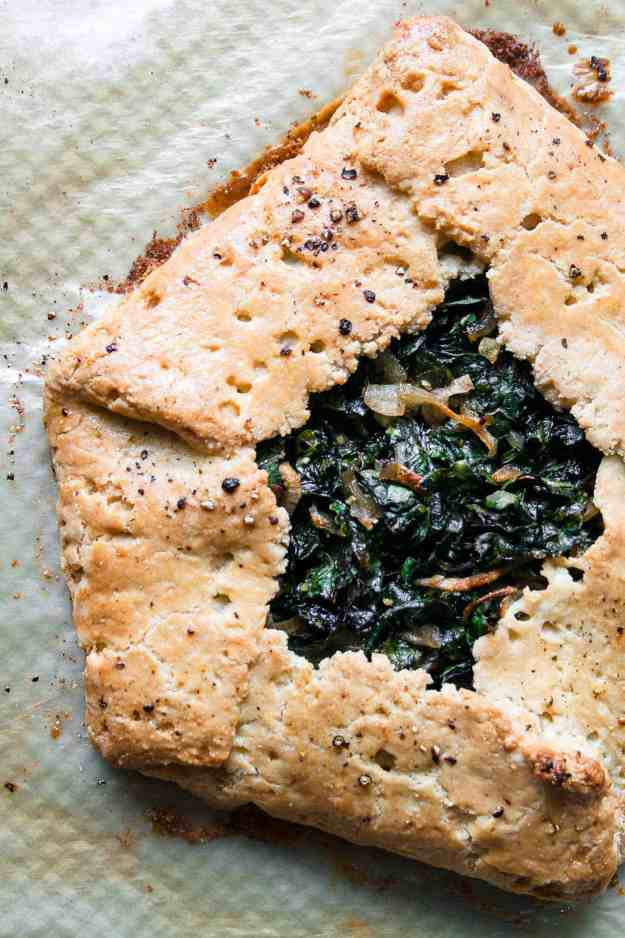 Garlicky Kale Galette | #savorygalette #dinner #paleo #glutenfree #recipe #crust | www.hungrybynature.com