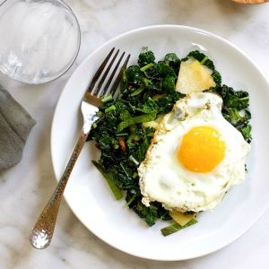 https://pinchandswirl.com/kale-kohlrabi-mint-stir-fry-bacon-fried-egg/