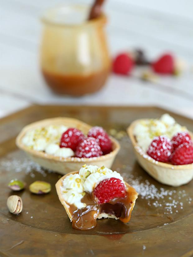Caramel Chocolate Ganache Mini Taco Boats | @hungryfoodlove.com