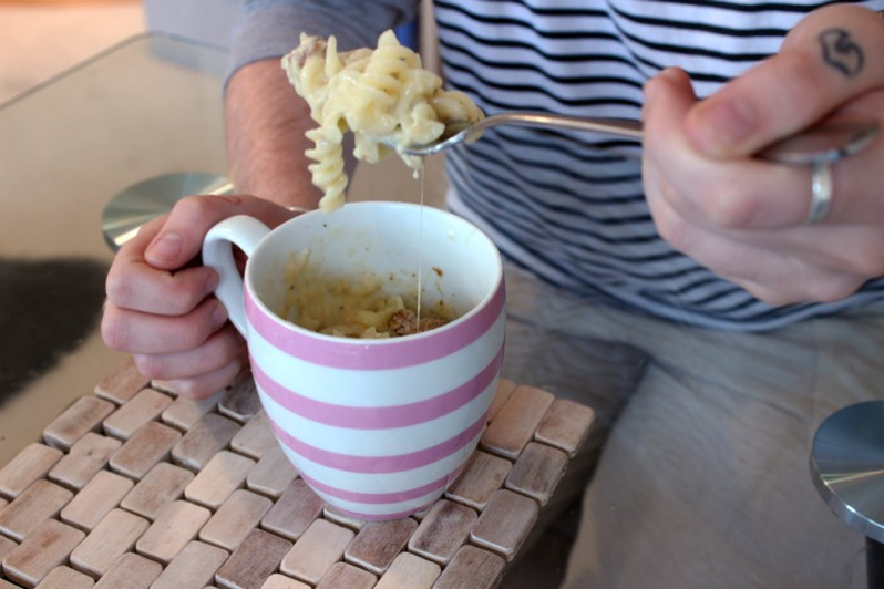 Mac and cheese in a mug ingredients