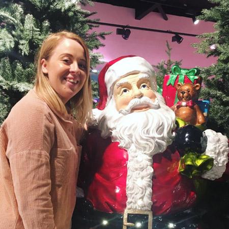 the-hollies-farm-shop-christmas-barn