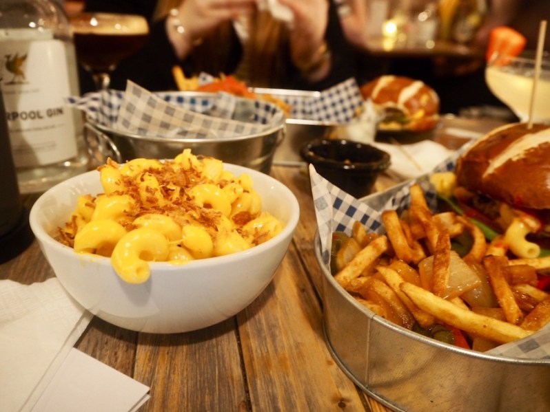 Down the Hatch Liverpool menu food review vegan mac and cheese