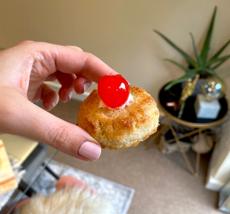 soft amaretto biscuit with almond liqueur recipe