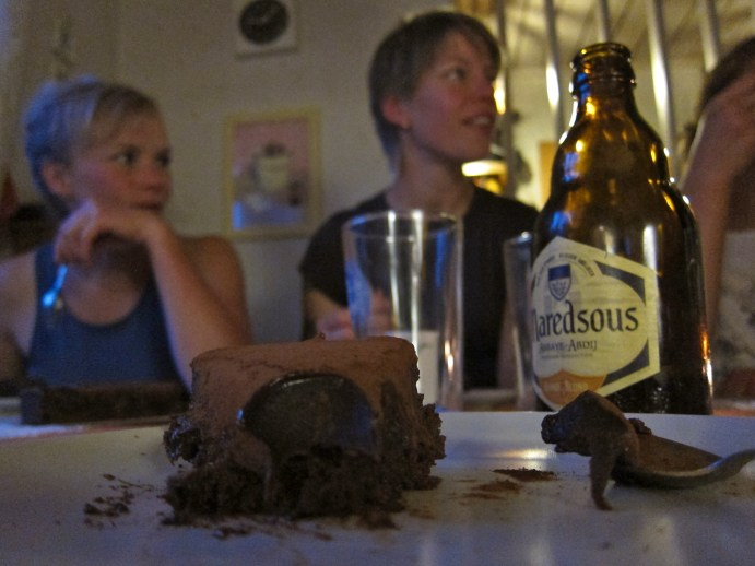 Chocolate cake from Nisses in Holmsund (of course brought by Jon). Extraordinary!