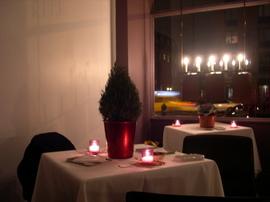 Klee_brasserie_nyc_restaurant_girl_full_