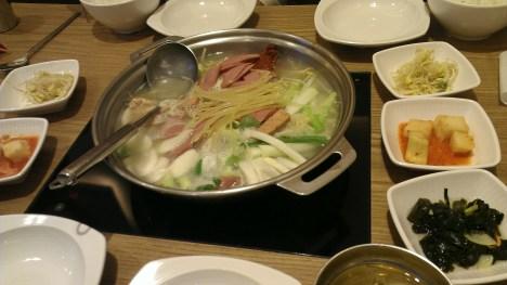 Hot pot for 4 anybody?