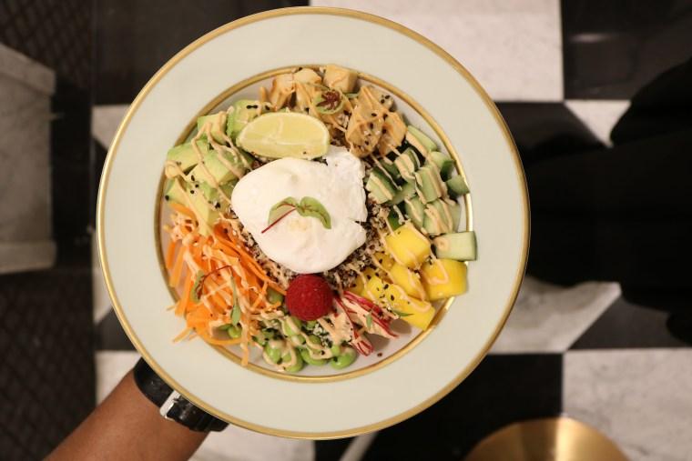 chicken-poke-bowl-laduree-dubai-mall