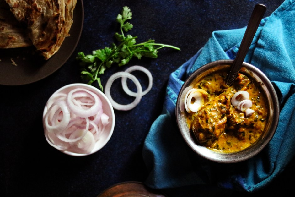 Recipe of Methi Chicken with onions and roti