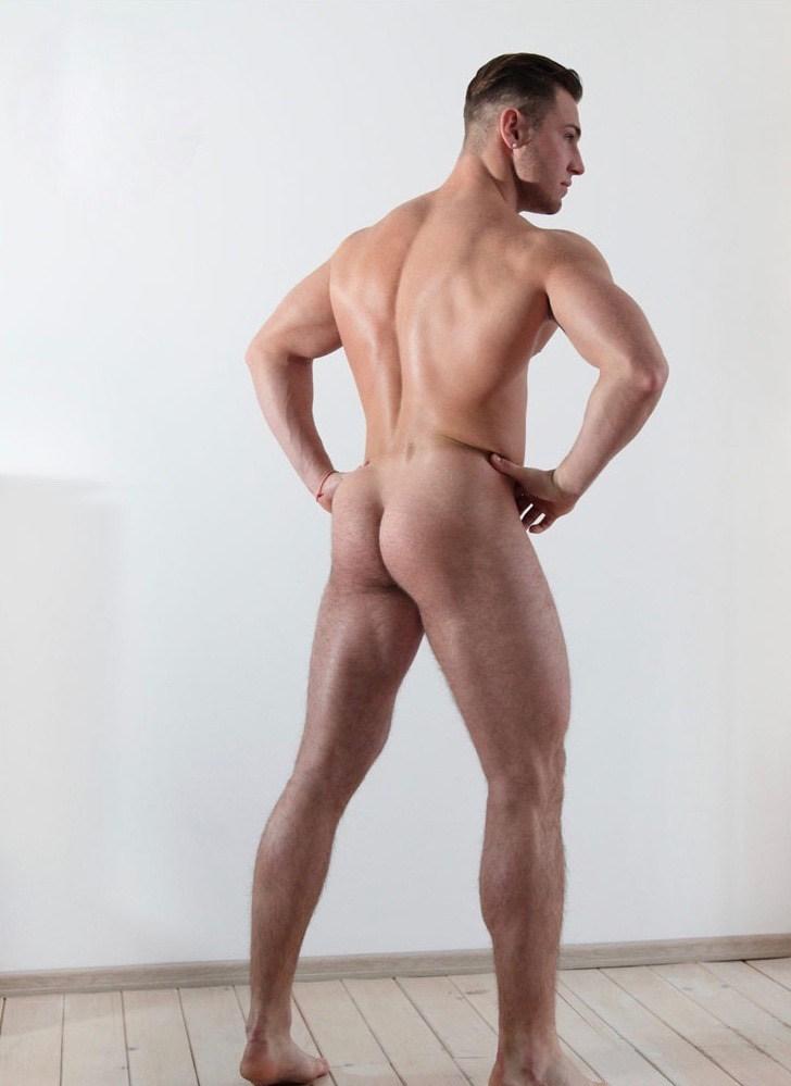 Naked European man for photographer Alex Klimov