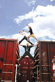 Saltando en el tren para cruzar el desierto