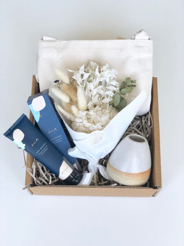 Flowers are Forever Gift box in cream hunter and the fox