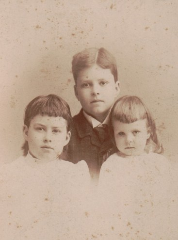 The Hunter children (from left to right): Harriet Cornelia, James Wilson, and Eloise Dexter