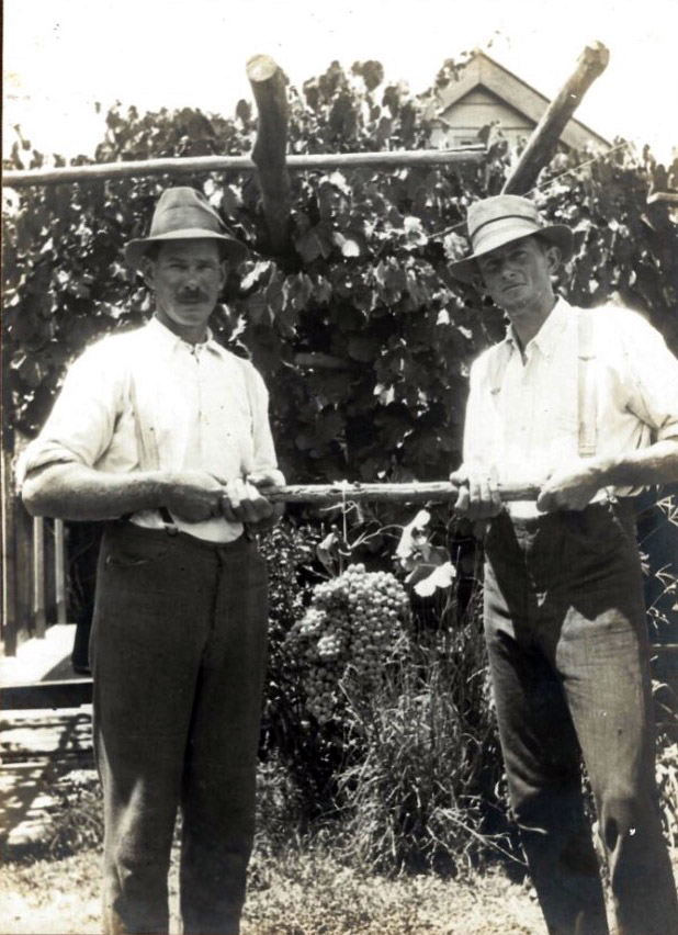 Alexander (Alec) Eather (left) with his brother Jack Eather. Date Unknown.  (Courtesy of Garth Eather) c4b7261f25947