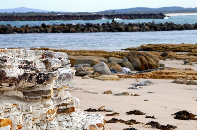 03_SwanseaChannel_Rocks_a