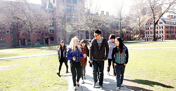 Hunter-Programs-students-on-college-tour-1-banner