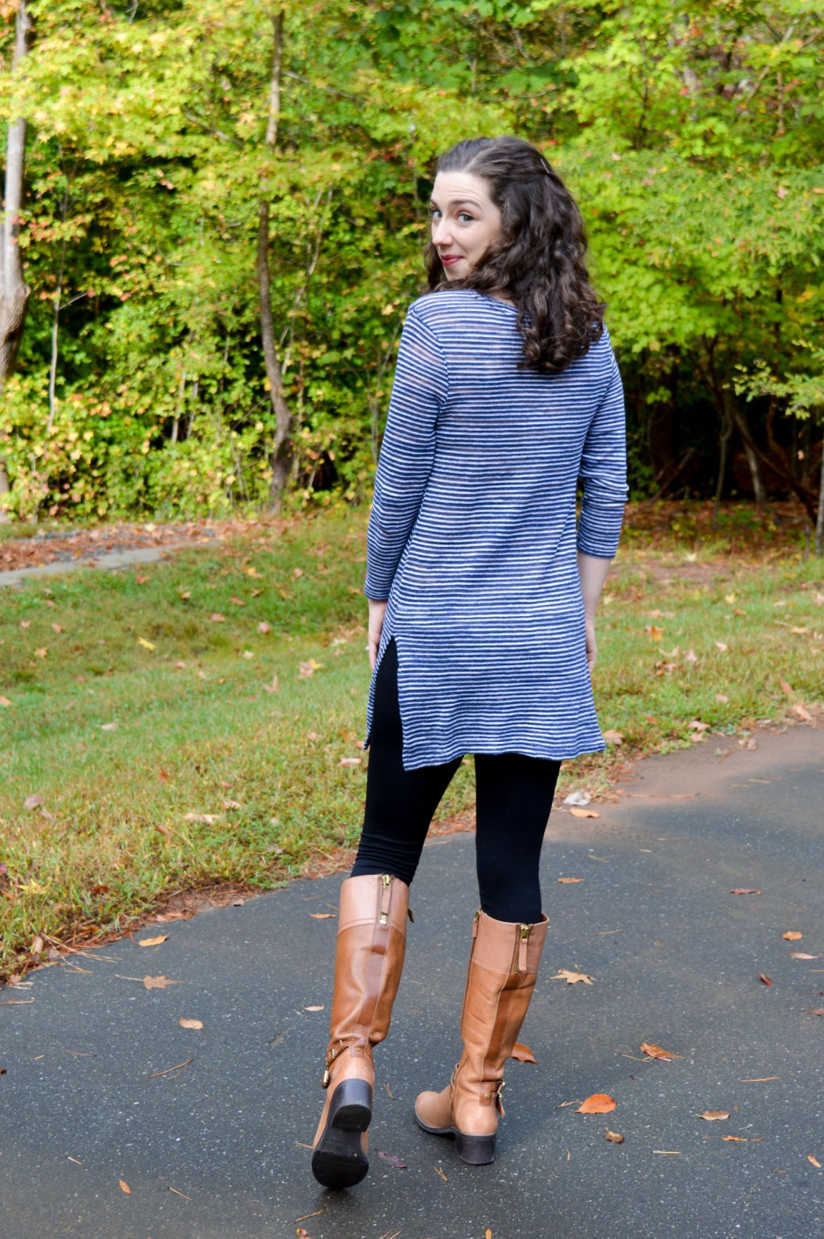 Easy, comfortable fall outfit ideas on Hunting for Pink Flamingos