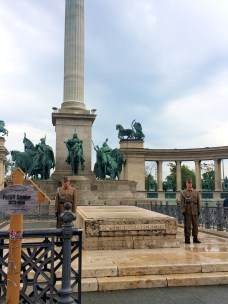 Heroes' Square and Guards at the Tomb of the Unknown Soldier