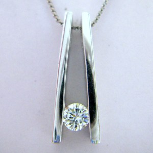 Round Diamond 14K White Gold Ladies Pendant Necklace