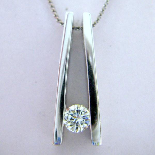 Round Diamond 14K White Gold Ladies Pendant Necklace
