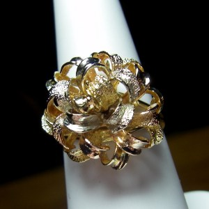 Ladies Ribbon Style Ring made of 18k Yellow, White and Rose Gold.