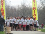 Runners lining up to start.
