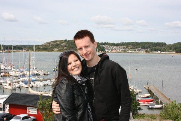 Marian kanssa Göteborgin rannassa poseeraamassa.