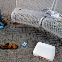 Sandaali jäänyt bileyön jäljiltä kaupungille