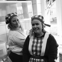Aina og Sara på Hurran kafe