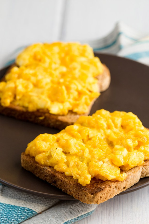 Scrambled Eggs with Cheese - 18 Vegetarian Breakfast Ideas | hurrythefoodup.com