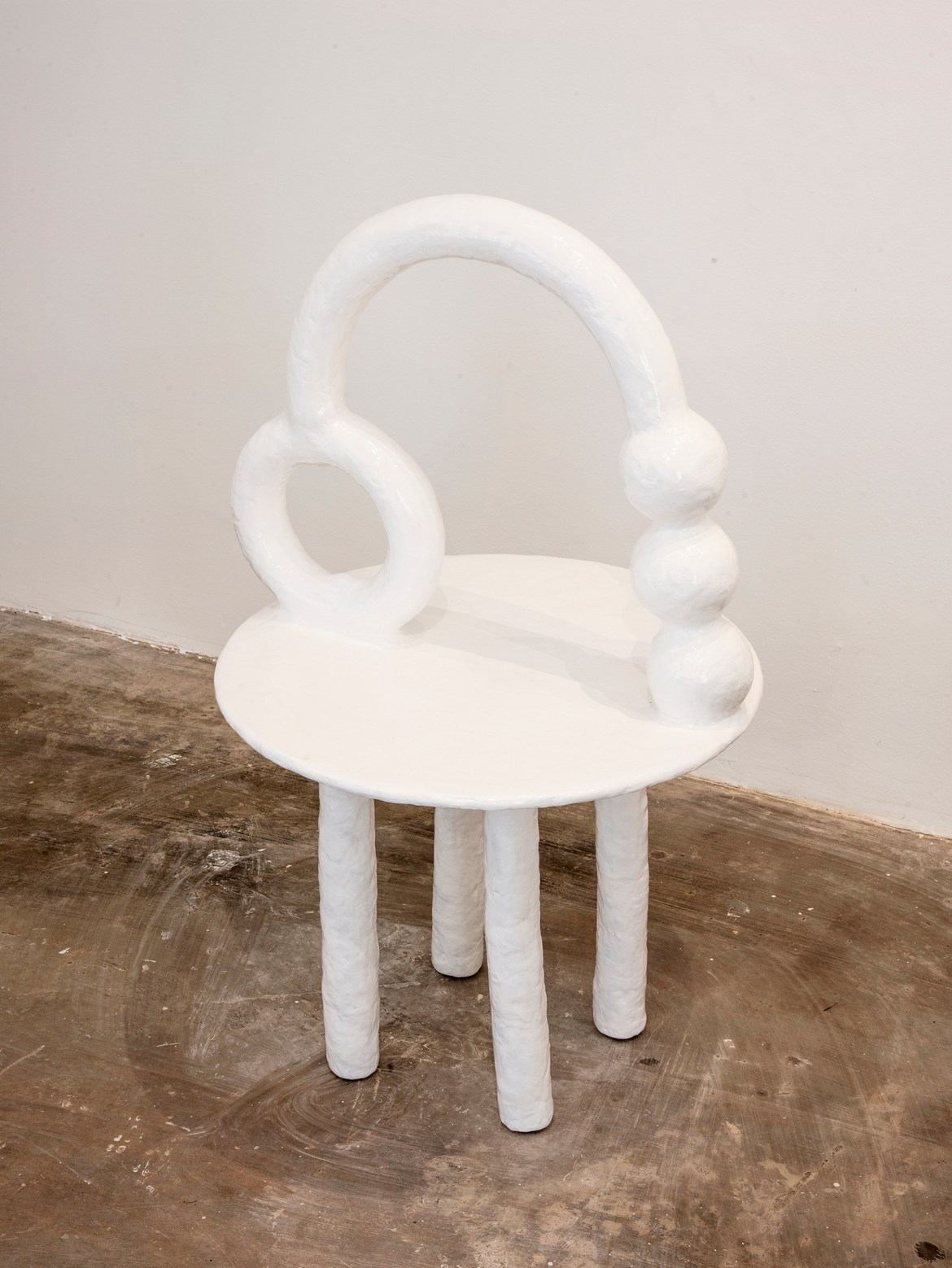 An organic white design chair designed by Brazilian artist Camilla from Anunziata.