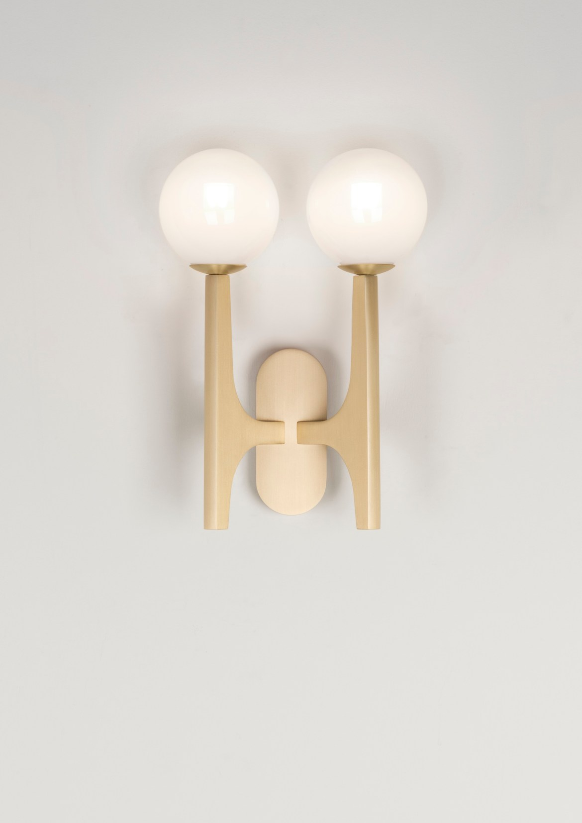 On the occasion of Maison&Objet and Paris Déco Off 2019, designer Damien Langlois-Meurinne designed brass sconces for Pouenat.