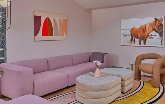 An Aesthetic Pursuit conçoit une maison à louer prônant le design contemporain au quotidien