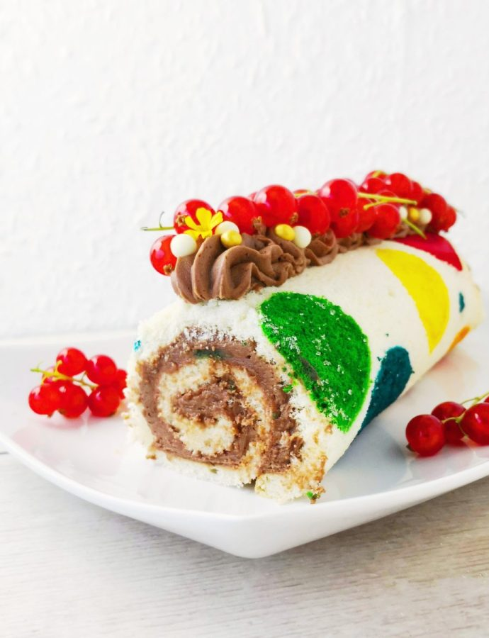 Polkadot Swiss Rolle with Red Currants