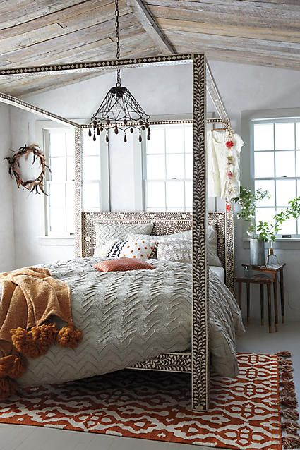 Stand-Out Bed Small Bedroom Ideas